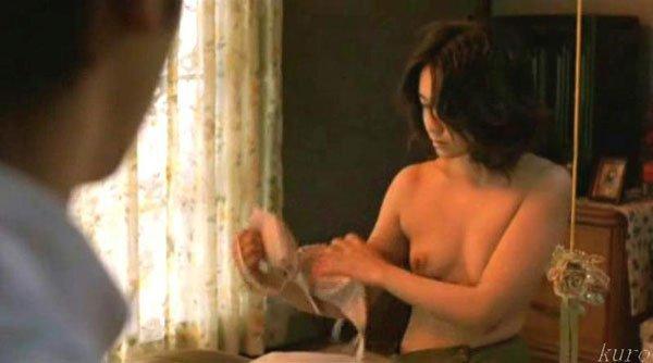 【濡れ場キャプ画像】あの大物女優も過去には乳首さらけ出してアヘ顔全開で濡れ場を演じてたとわ!! 16