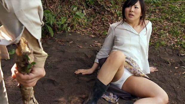 【開脚キャプ画像】テレビなのに美女がお股クパーして挿入待ちポーズwwえ!?いいんですか?w 12