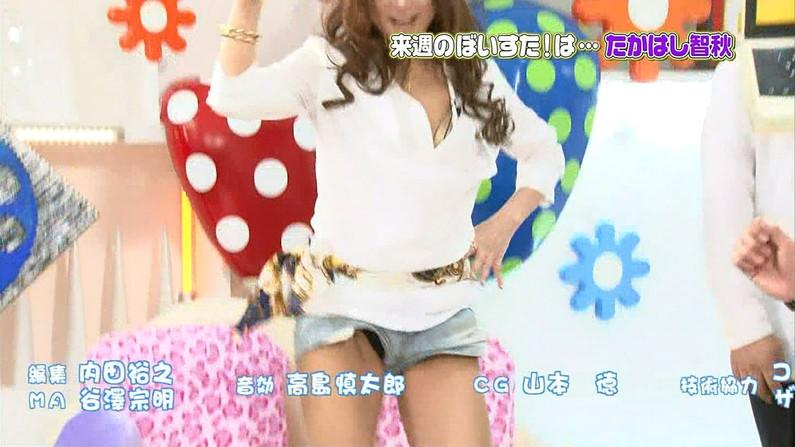 【パンチラキャプ画像】ミニスカ履いて油断してるタレント達がばっちりパンツ映されちゃったww 10