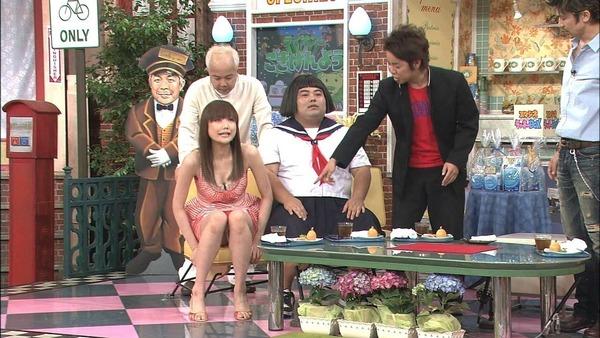 【パンチラキャプ画像】ミニスカ履いて油断してるタレント達がばっちりパンツ映されちゃったww 18