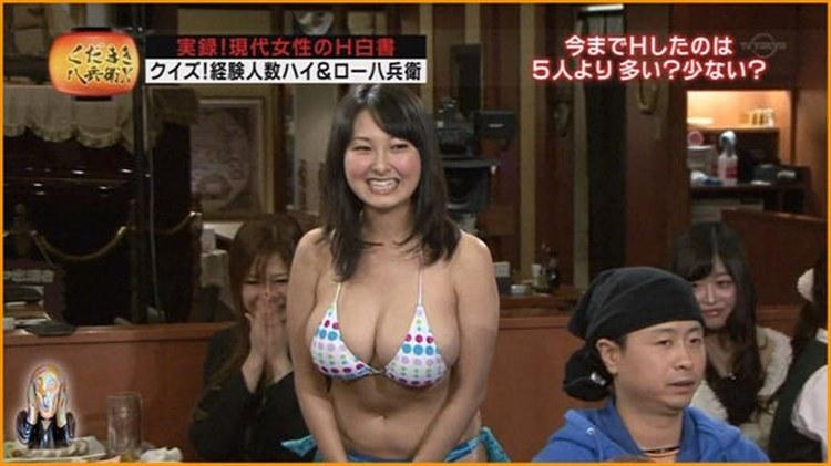 【水着キャプ画像】テレビでたわわなオッパイが水着からこぼれそうになってる巨乳娘達www 10
