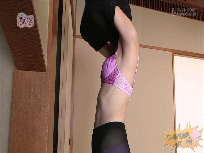 【お宝エロ画像】人気温泉番組もっと温泉に行こうで美女の生尻が見放題ww際どいシーンがタマランw 05