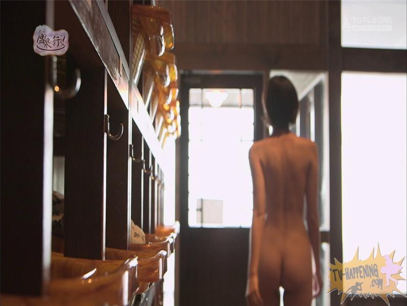 【お宝エロ画像】人気温泉番組もっと温泉に行こうで美女の生尻が見放題ww際どいシーンがタマランw 22