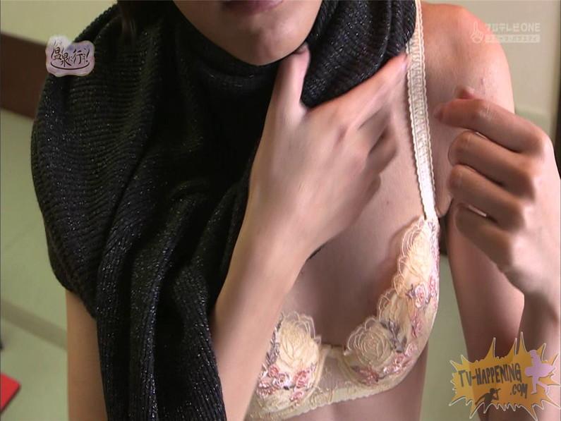 【お宝エロ画像】人気温泉番組もっと温泉に行こうで美女の生尻が見放題ww際どいシーンがタマランw 41
