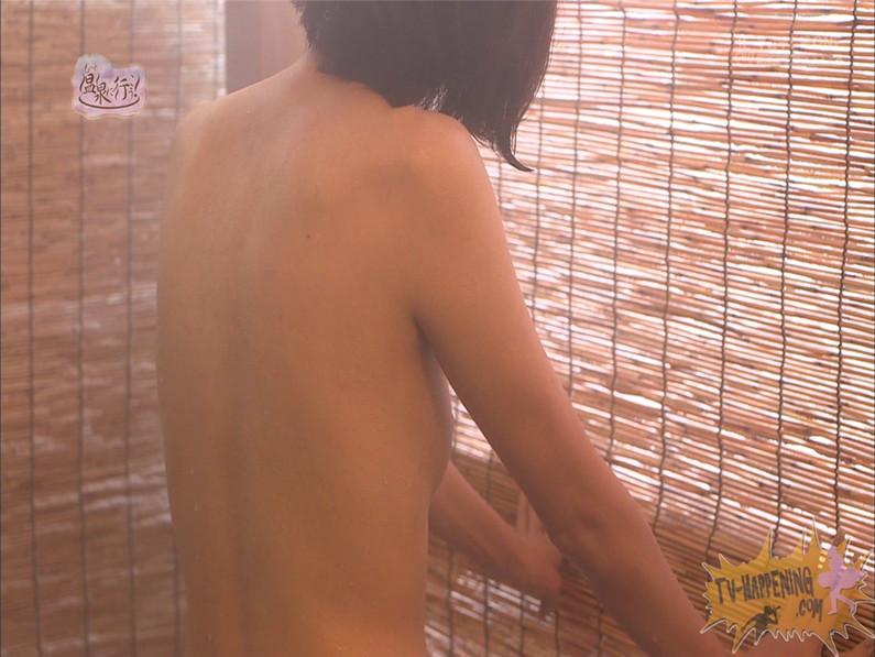 【お宝エロ画像】人気温泉番組もっと温泉に行こうで美女の生尻が見放題ww際どいシーンがタマランw 61