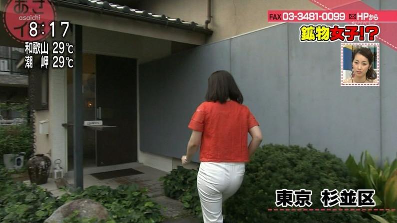 【お尻キャプ画像】女子アナの綺麗なヒップラインが丸わかりのピタパンお尻がエロッww