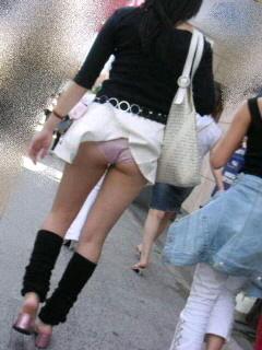 【パンチラ画像】いろんなハプニングでパンツが見えちゃってる女の子達ww 11