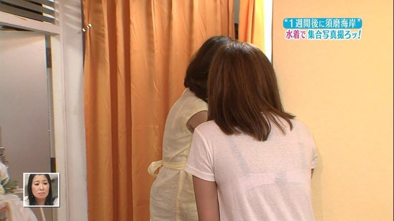 【透けブラキャプ画像】暑いからってそんな薄着してたらテレビなのにブラジャー透けて見えちゃってますよw 08