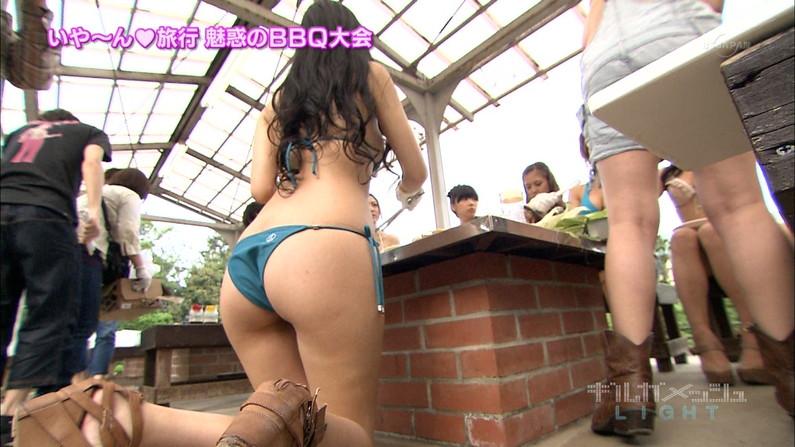 【お尻キャプ画像】テレビで水着からハミ尻しまくりの美女達がエロすぎww 22