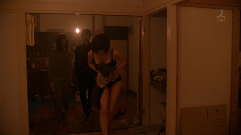 【水着キャプ画像】テレビで巨乳美女がビキニ着たらオッパイが下からもはみ出してるぞww 24