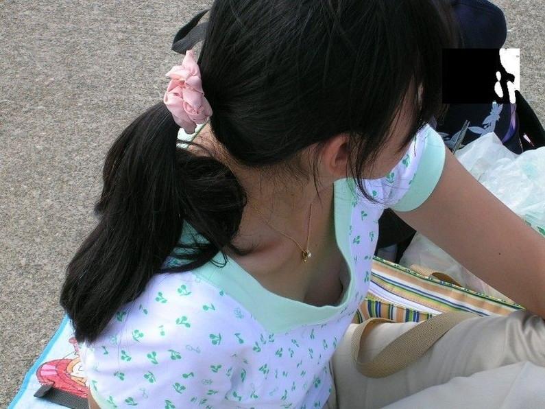 【ポロリハプニング画像】これが見れた日は一日ラッキー!街角で見つけた素人の乳首ポロリww 20