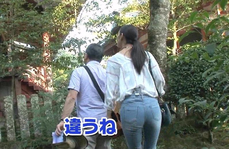 【お尻キャプ画像】ズボン履いててもピッチリし過ぎてエロいお尻の形が丸わかりなタレント達ww 14