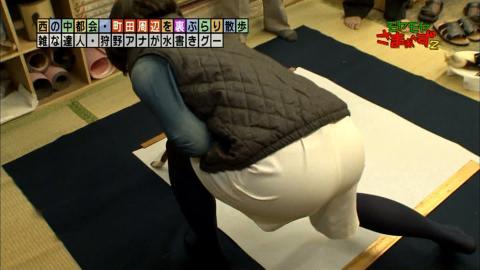 【お尻キャプ画像】ズボン履いててもピッチリし過ぎてエロいお尻の形が丸わかりなタレント達ww 21