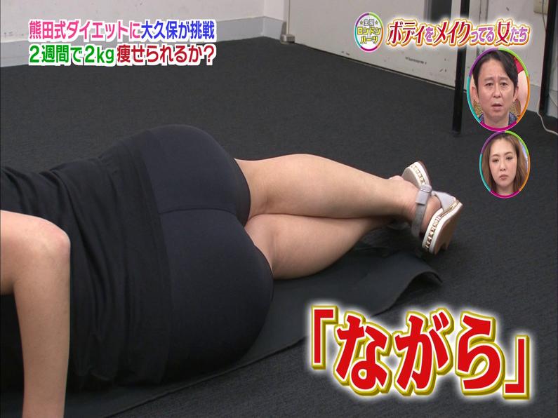 【お尻キャプ画像】ズボン履いててもピッチリし過ぎてエロいお尻の形が丸わかりなタレント達ww 24