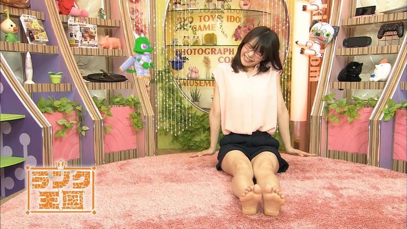 【足裏キャプ画像】この女性タレントの足の裏だったら舐めてもいい??ww 03