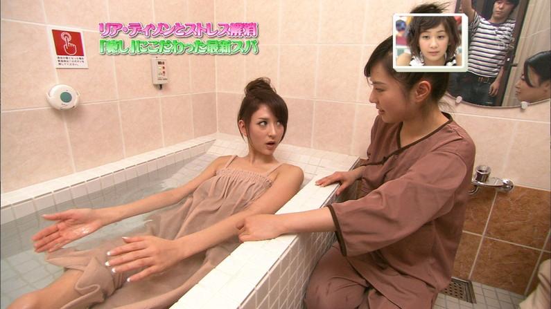【温泉キャプ画像】温泉レポートで半乳晒してる女達って露出癖があるのか?ww 14