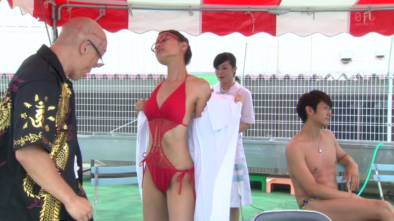 【水着キャプ画像】この夏もそろそろ終わるし水着美女も見納めかな?この夏テレビに映った水着美女達w 09