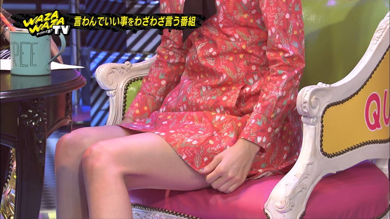 【太ももキャプ画像】私の綺麗な脚をもっと撮ってと言わんばかりに美脚を見せつけるタレント達ww