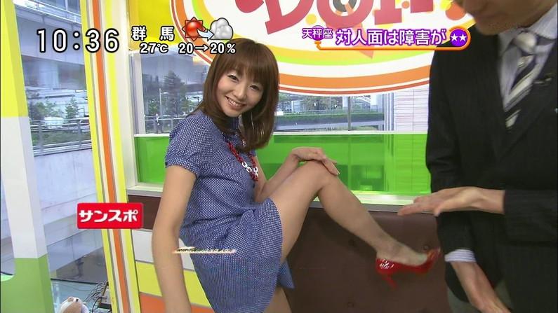 【太ももキャプ画像】私の綺麗な脚をもっと撮ってと言わんばかりに美脚を見せつけるタレント達ww 15