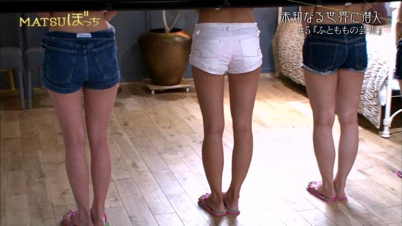 【太ももキャプ画像】私の綺麗な脚をもっと撮ってと言わんばかりに美脚を見せつけるタレント達ww 18