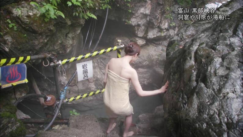 【温泉キャプ画像】温泉レポートでまたバスタオルがめくれ上がりおマンコ見えちゃうハプニング発生ww 18