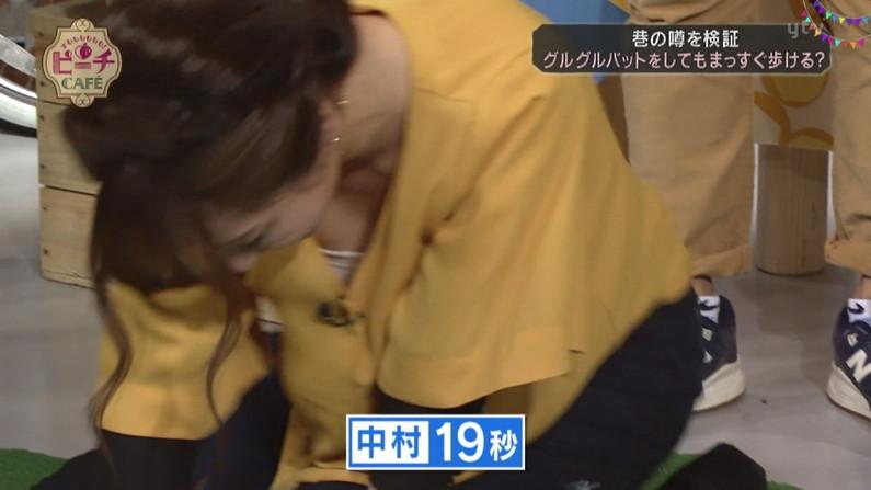 【胸ちらキャプ画像】タレント達のたわわなオッパイに前屈みになった瞬間釘付けになっちゃうw 12