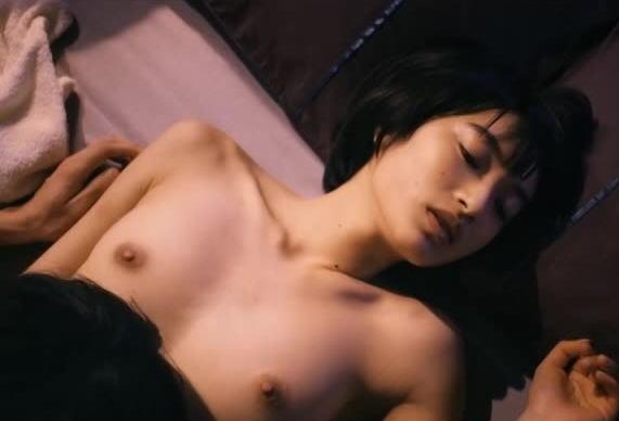 【濡れ場キャプ画像】濡れ場を演じてる女優さんがガチで感じちゃって乳首ピンコ立ちしちゃってるぞww