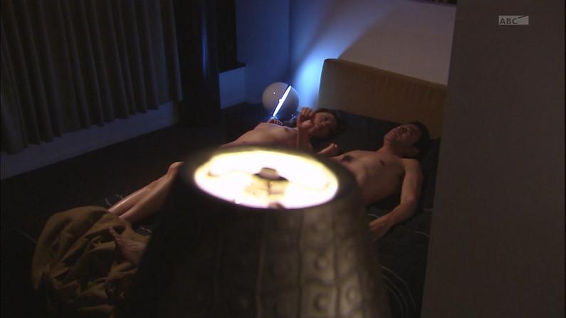 【濡れ場キャプ画像】濡れ場を演じてる女優さんがガチで感じちゃって乳首ピンコ立ちしちゃってるぞww 03