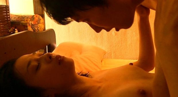 【濡れ場キャプ画像】濡れ場を演じてる女優さんがガチで感じちゃって乳首ピンコ立ちしちゃってるぞww 13
