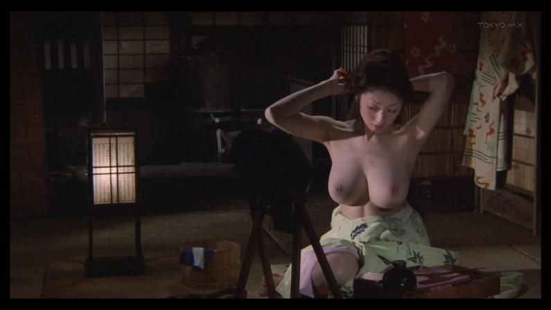 【濡れ場キャプ画像】濡れ場を演じてる女優さんがガチで感じちゃって乳首ピンコ立ちしちゃってるぞww 16