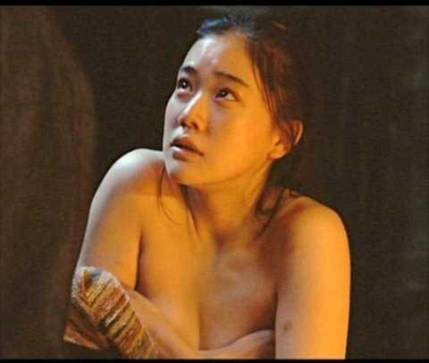 【濡れ場キャプ画像】濡れ場を演じてる女優さんがガチで感じちゃって乳首ピンコ立ちしちゃってるぞww 18