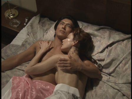【濡れ場キャプ画像】濡れ場を演じてる女優さんがガチで感じちゃって乳首ピンコ立ちしちゃってるぞww 21