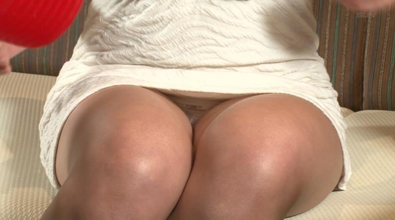 【パンチラキャプ画像】お股緩すぎるタレントさんのスカートの中が見えまくりww 05