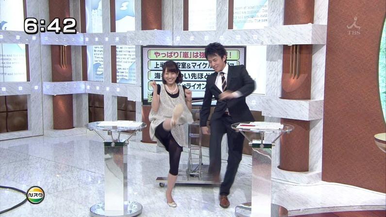 【パンチラキャプ画像】お股緩すぎるタレントさんのスカートの中が見えまくりww 14