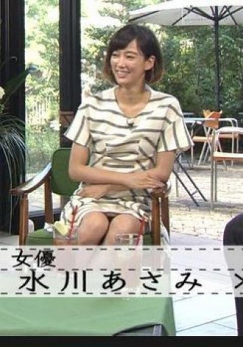 【パンチラキャプ画像】お股緩すぎるタレントさんのスカートの中が見えまくりww 23