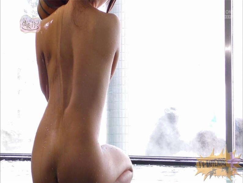 【お宝キャプ画像】美女がお尻丸出しでギリギリのシーンだらけのもっと温泉に行こう!脱衣シーンはぐぅエロw 18