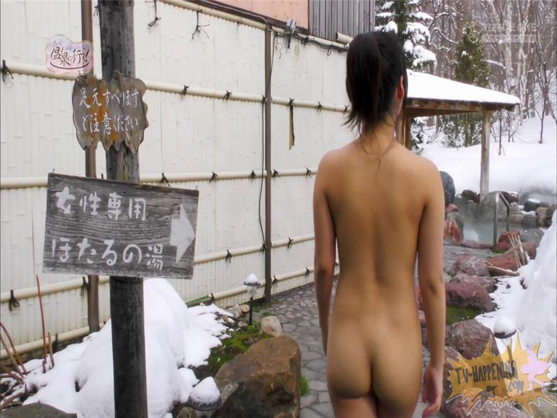 【お宝キャプ画像】美女がお尻丸出しでギリギリのシーンだらけのもっと温泉に行こう!脱衣シーンはぐぅエロw 21