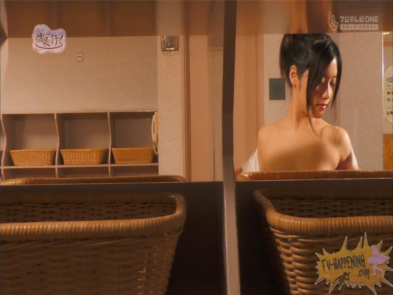 【お宝キャプ画像】美女がお尻丸出しでギリギリのシーンだらけのもっと温泉に行こう!脱衣シーンはぐぅエロw 29