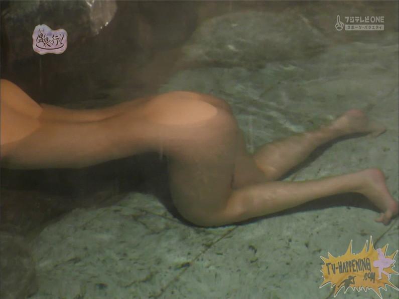 【お宝キャプ画像】美女がお尻丸出しでギリギリのシーンだらけのもっと温泉に行こう!脱衣シーンはぐぅエロw 30