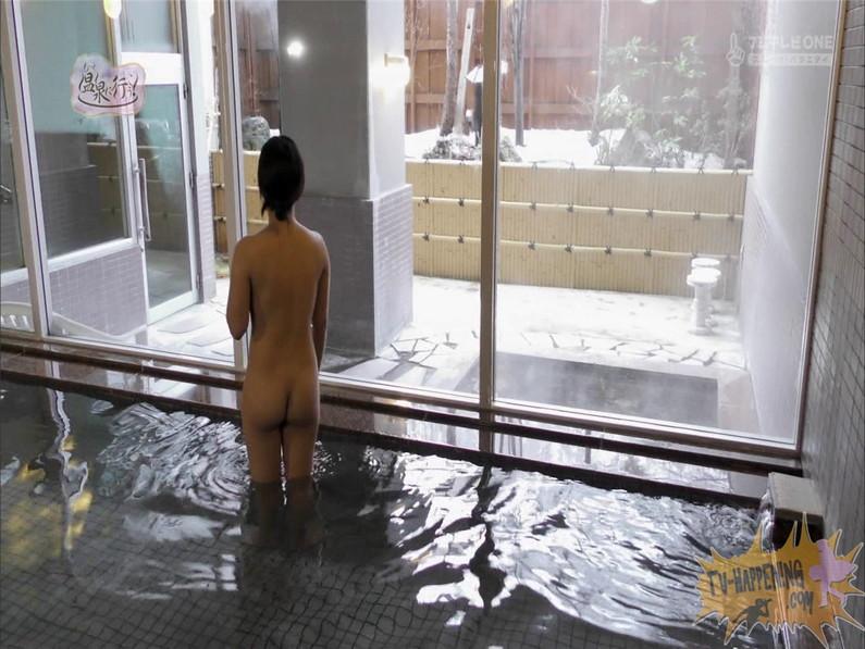 【お宝キャプ画像】美女がお尻丸出しでギリギリのシーンだらけのもっと温泉に行こう!脱衣シーンはぐぅエロw 53