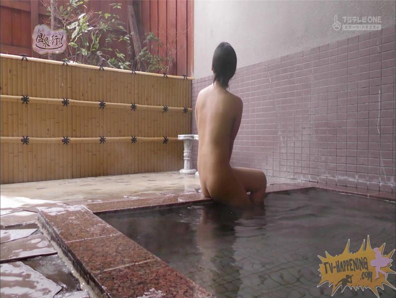 【お宝キャプ画像】美女がお尻丸出しでギリギリのシーンだらけのもっと温泉に行こう!脱衣シーンはぐぅエロw 56