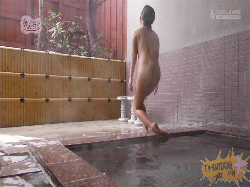 【お宝キャプ画像】美女がお尻丸出しでギリギリのシーンだらけのもっと温泉に行こう!脱衣シーンはぐぅエロw 58