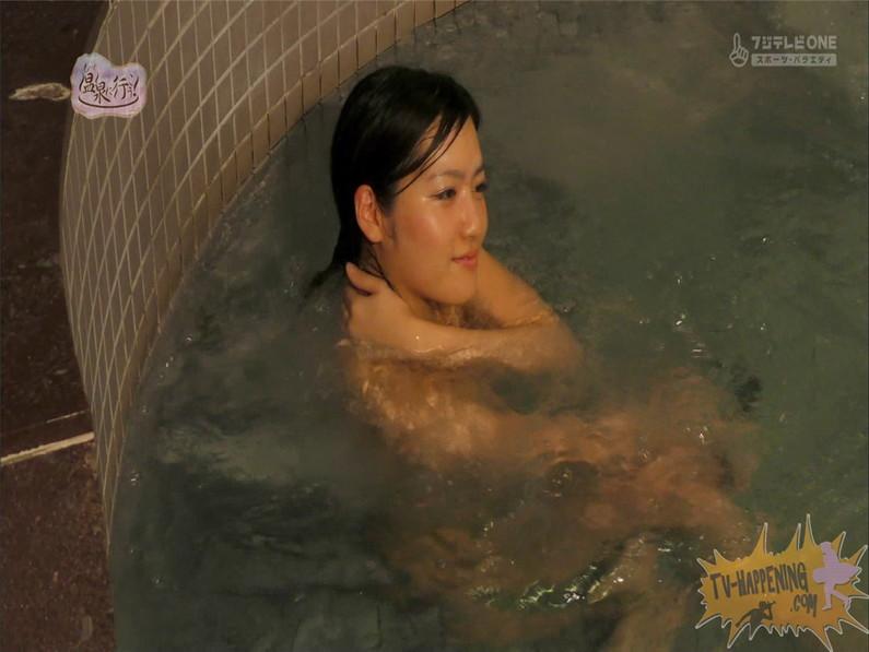 【お宝キャプ画像】美女がお尻丸出しでギリギリのシーンだらけのもっと温泉に行こう!脱衣シーンはぐぅエロw 61
