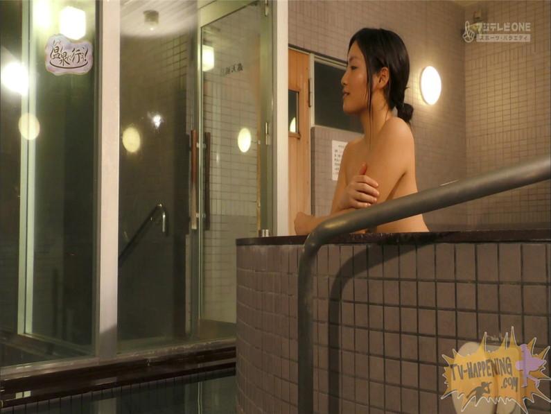 【お宝キャプ画像】美女がお尻丸出しでギリギリのシーンだらけのもっと温泉に行こう!脱衣シーンはぐぅエロw 64