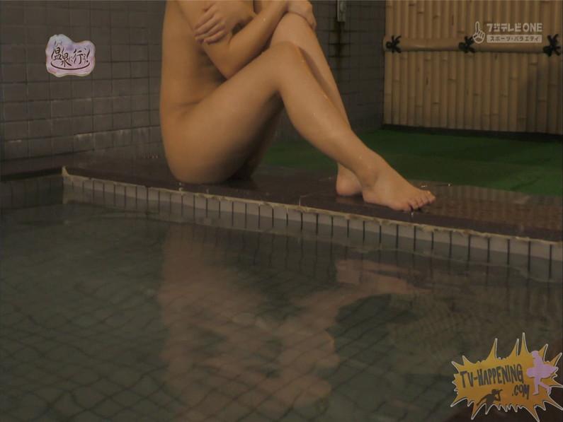 【お宝キャプ画像】美女がお尻丸出しでギリギリのシーンだらけのもっと温泉に行こう!脱衣シーンはぐぅエロw 66