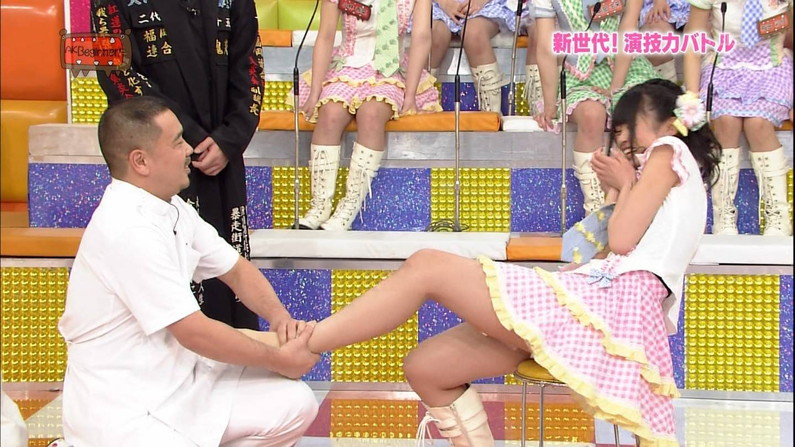 【太ももキャプ画像】やっぱり綺麗な脚の女の子が足露出してたら目を奪われるなw 03