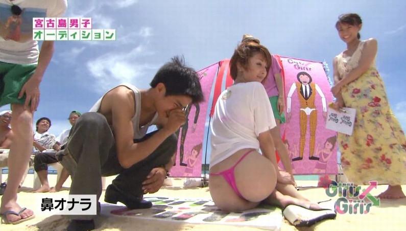 【お尻キャプ画像】テレビで水着からはみ出してる尻肉がめちゃシコww 09