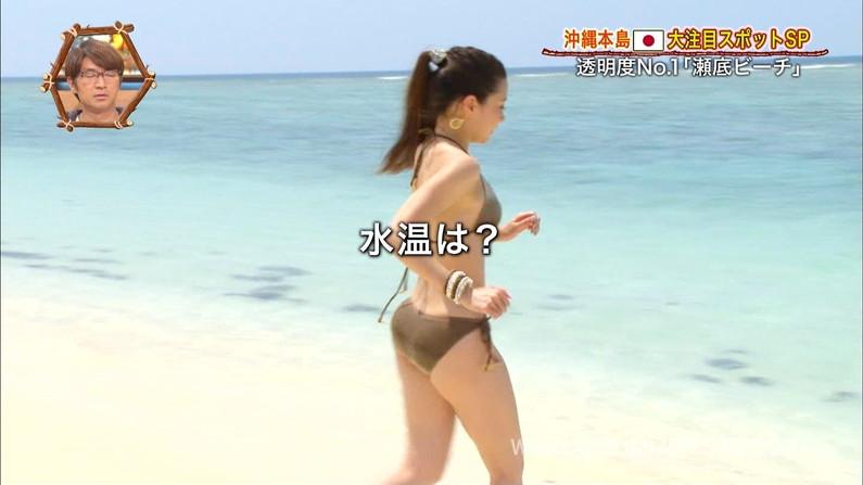 【お尻キャプ画像】テレビで水着からはみ出してる尻肉がめちゃシコww 12