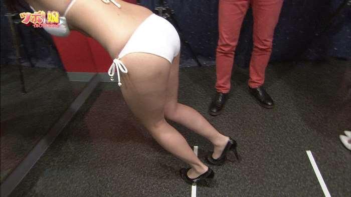 【お尻キャプ画像】テレビで水着からはみ出してる尻肉がめちゃシコww 22