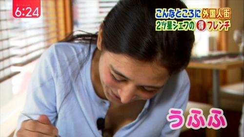 【胸ちらキャプ画像】最近の女子アナってすぐ前屈みになってオッパイ見せてくれると思わない?ww 06